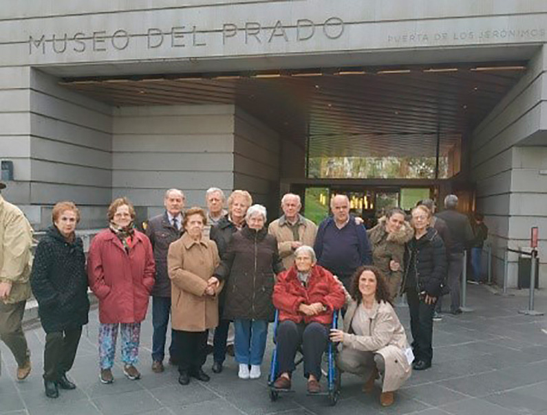 Los usuarios y usarias del CDM Esfinge visitan el Museo del Prado