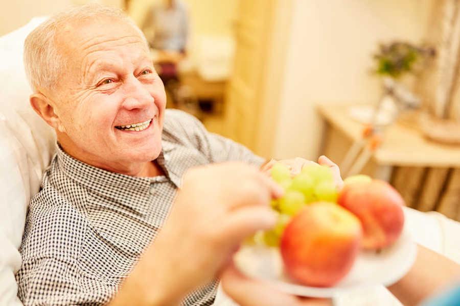 cuidar dieta invierno personas mayores