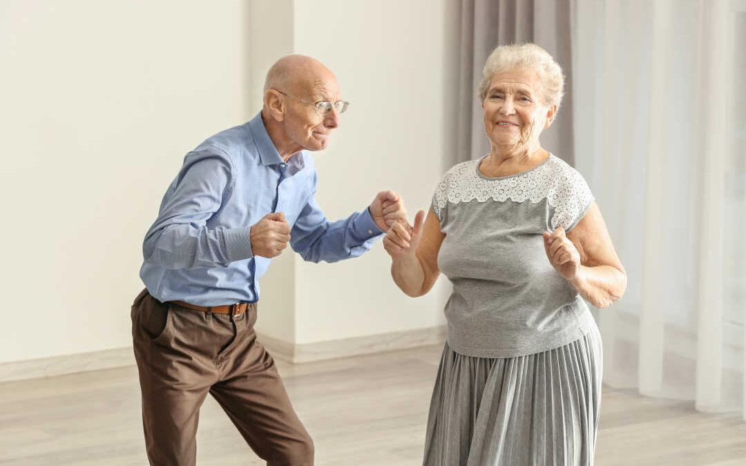 Gimnasia en casa para mayores: ejercicios y estiramientos